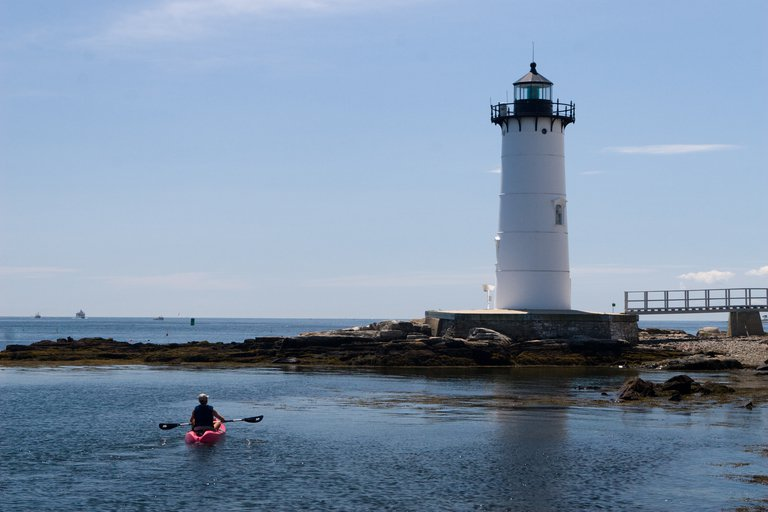 'Ft. Constitution Lighthouse' found at https://flic.kr/p/59zQ1U by chipgriffin (https://flickr.com/people/chipgriffin) used under Creative Commons Attribution License (http://creativecommons.org/licenses/by/2.0/)
