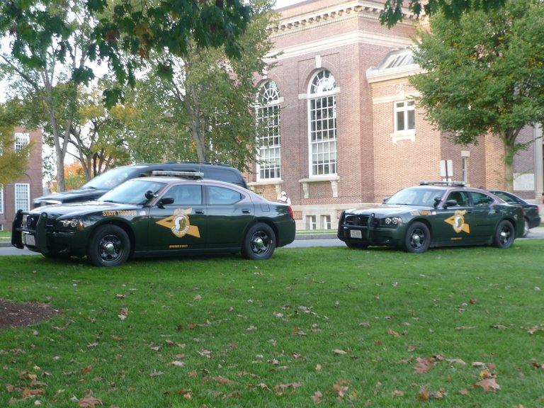 'New Hampshire State Police Dodge Chargers' found at https://flic.kr/p/bD2po2 by JLaw45 (https://flickr.com/people/null) used under Creative Commons Attribution License (http://creativecommons.org/licenses/by/2.0/)