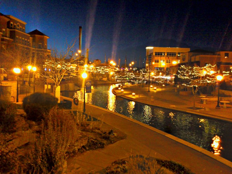 'Pueblo Colorado Riverwalk' found at https://flic.kr/p/dvvaWS by stephend9 (https://flickr.com/people/stephend9) used under Creative Commons Attribution License (http://creativecommons.org/licenses/by/2.0/)