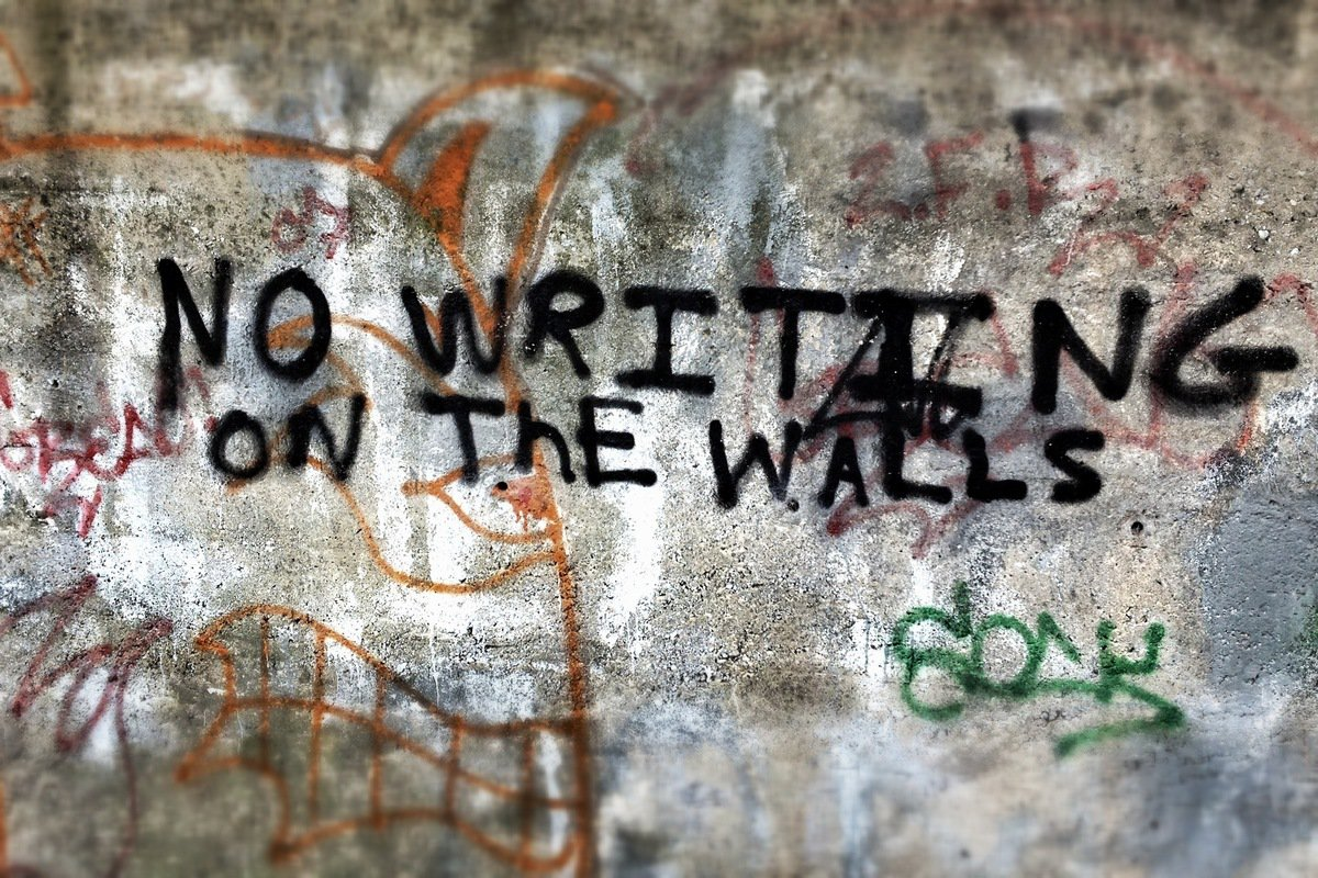 'no writing...' found at https://flic.kr/p/bAuEnC by ianmyles (https://flickr.com/people/imphotography) used under Creative Commons Attribution License (http://creativecommons.org/licenses/by/2.0/)