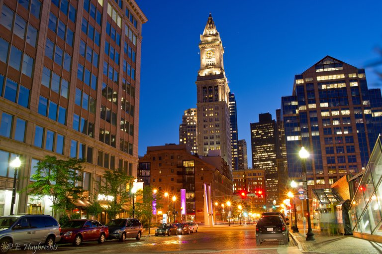 'Boston Custom House Tower at Night' found at https://flic.kr/p/8ewVc5 by Manu_H (https://flickr.com/people/ensh) used under Creative Commons Attribution License (http://creativecommons.org/licenses/by/2.0/)